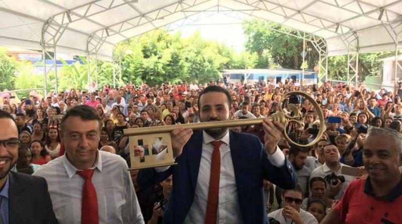 Festa de posse de Ney Santos reúne centenas de pessoas na sede da prefeitura de Embu!