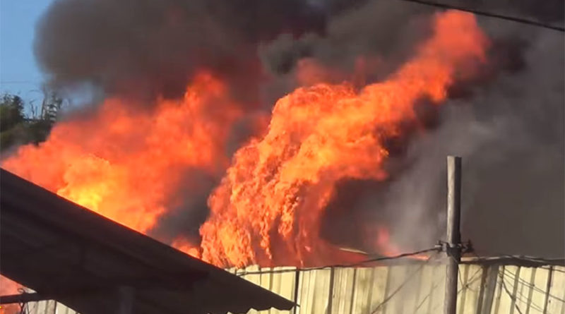 Incêndio Destrói Prédio Comercial no Centro de Juquitiba